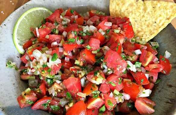 fresh-tomato-salsa-9-800x526